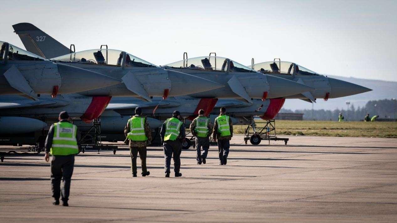 Patru avioane RAF Lozimouth au plecat ieri de la fața locului pentru a participa la misiunea NATO Operațiunea Ploxi, care protejează spațiul aerian din Europa de Est de potențiale amenințări.