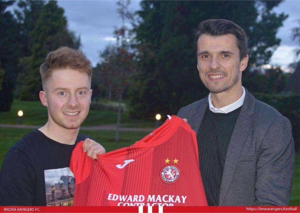Andy MacRae pictured with Brora manager Steven MacKay after signing for the Sutherland club. Photo: brorarangers.football